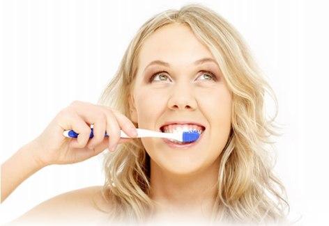 brushing-teeth-heart Несколько советов о том, как ухаживать за зубами