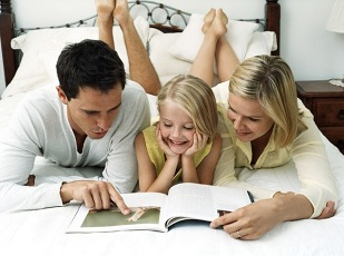 x_b3f9158f Дети и родители: если ребенок воспитывается в семье отцом и матерью