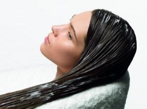 1340612807_petrushki.net_uhod-za-naroschennymi-volosami-300x224 Маски для жирных волос