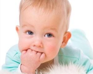 ce111e7367113890286951cd92023495-300x240 Способы отучить ребенка сосать пальцы