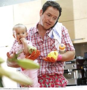 househusband_with_baby_multi-tasking_42-17375183-291x300 Настоящий Мужчина или Идеальный Муж