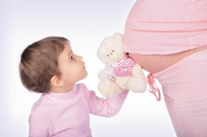 vagitnist_700x466-300x199 Одежда для беременных и начальный комплект для малыша