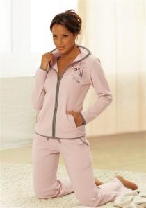938-210x300 Оптимальная женская одежда для дома