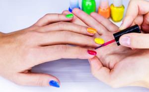 100174336772052510-300x185 Занятие маникюром, педикюром и наращиванием ногтей