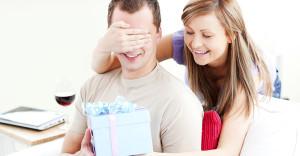 syurpriz_lyubimomu-300x156 Порадуйте свою женщину необычайным и запоминающимся подарком на праздник