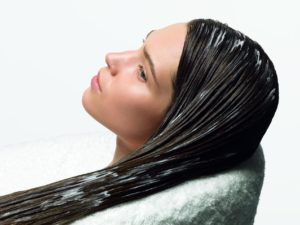 57542854df80d-300x225 Как правильно сделать маску для волос с увлажняющим эффектом
