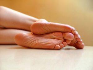 lechenie-povishennogo-potootdelenia-nog-300x225 Лечение повышенного потоотделения ног