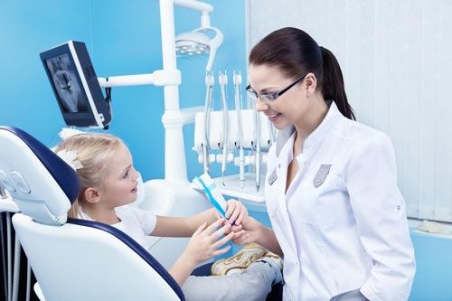 dantist Уделите внимание себе и здоровью Ваших зубов