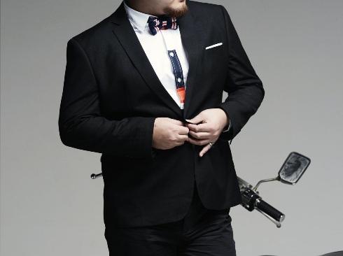 CHernyj-delovoj-kostyum Мужская мода стала доступней для мужчин любых размеров